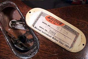 1957 to 1964 style gretsch label starting with serial number 25001 (this  label is actually from 1963)